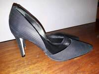 Gorgeous Reiss heels, black/bronze. Size 38 / UK5