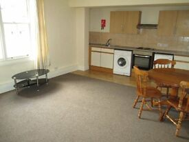 *LARGE* One bedroom flat* Bromsgrove High St* Parking* Walking distance to bus and train routes*