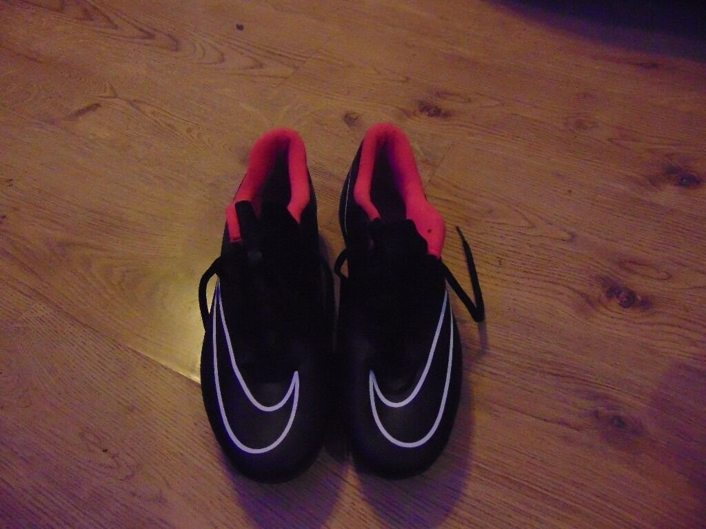 nice shoes,joblot shoes,cheap,size 9 ,carboot, barely used football boots,nikein Leeds, West YorkshireGumtree - very nice shoes football boots made by nike size 9 very good condition barely used, . Collection only just £20