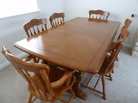 Dining table, extendable, two carvers & four dining chairs, lovely quality