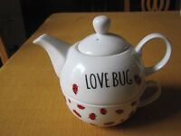 All in one teapot and cup set