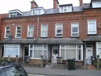 Room to let in a four bedroom house off University Road