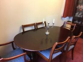 Mahogany-look dining table + 6 Chairs