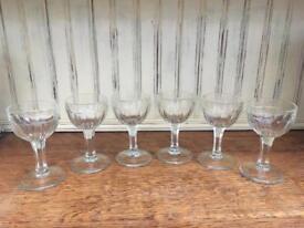Pretty vintage set of 6 petite shot/liquor glasses