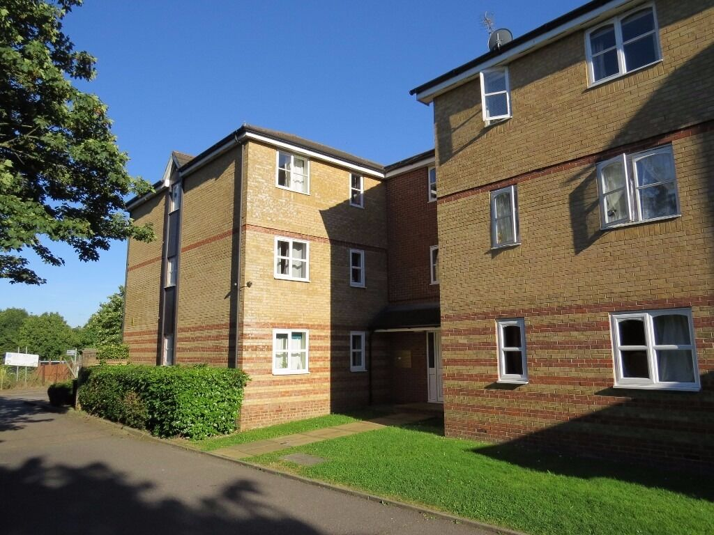 A modern 2 bedroom spacious first floor purpose built flat in Simms Gardens East Finchley N2 8HT