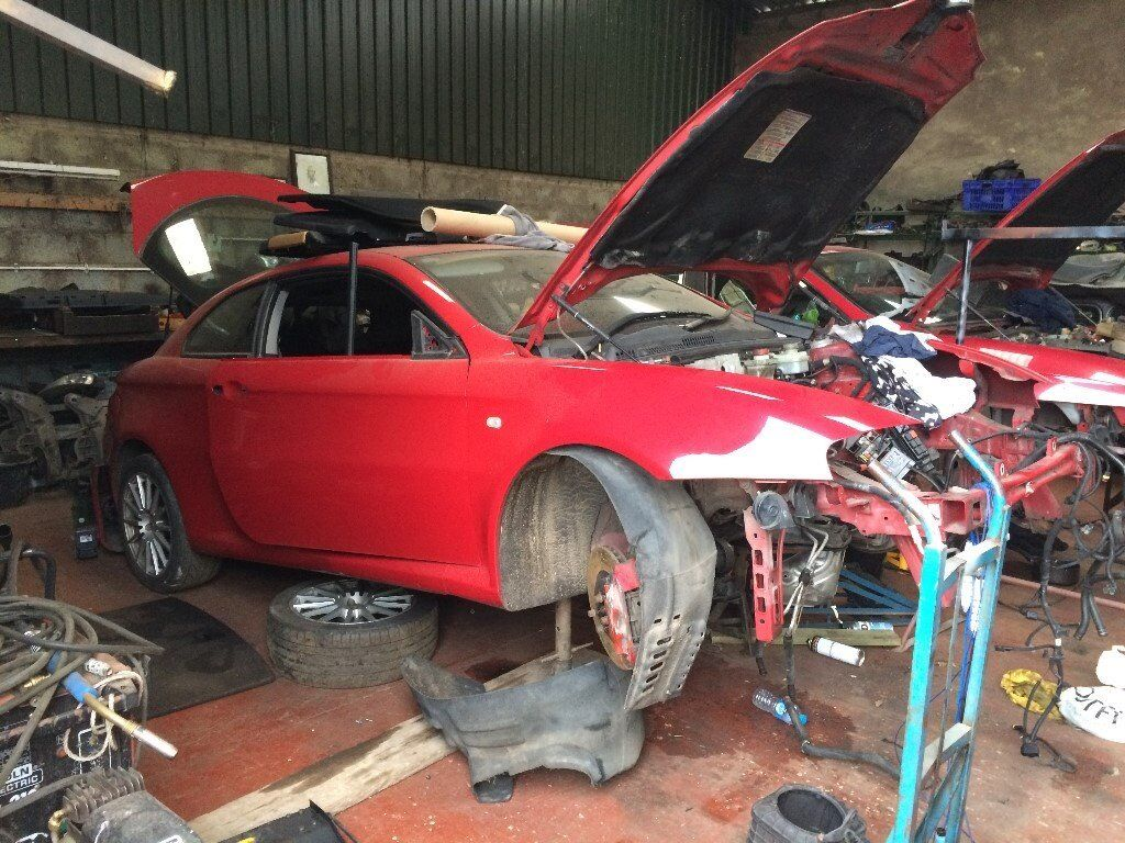 alfa romeo gt 3 2 v6 red breaking for spare parts can be delivered by courier paypal accepted. Black Bedroom Furniture Sets. Home Design Ideas