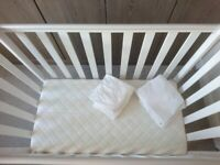 ❄️ Obaby space saver cot with mattress and 6 fitted sheets❄️