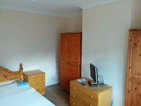 Several rooms available close to Heathrow T4 / T5 Short/Long term