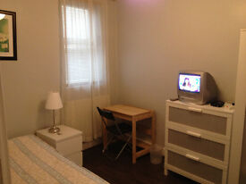 2 X LARGE SINGLE ROOM IN CLEAN AND QUIET HOUSE, 3 MIN WALK TOTTENHAM HALE STATION, PROFESIONALS