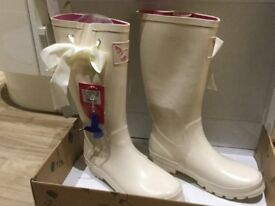 Evercreatures wedding wellies, size 7. Unwanted gift, still with labels and never worn.
