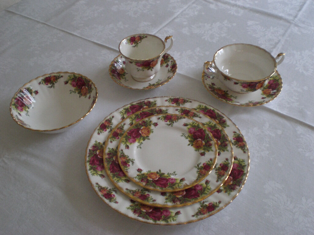 Royal Albert Old Country Roses, choose - Plates, Cup & saucers, Dessert & Soup bowls, etc