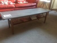 Very nice coffee table - has to be sold quickly because of moving