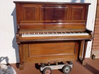 PIANO BERNARD BROCK SUIT BEGINNER CAN DELIVER £120