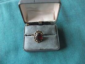 Dress ring. Gold, Paste and Garnet