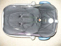 Maxi Cosi Car Seat Group 0+, from birth to approx. 13kg. Very good for big baby.