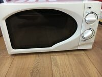 MICROWAVE EXCELLENT CONDITION .