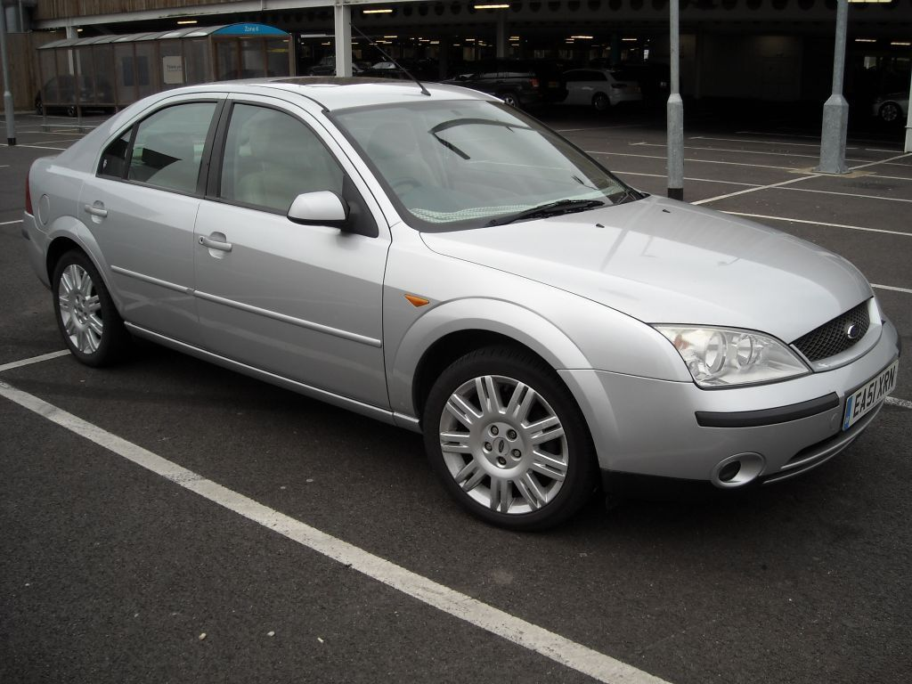 ford mondeo ghia x silver 2 litre petrol manual 51 2001. Black Bedroom Furniture Sets. Home Design Ideas
