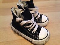 Black converse baby size 4