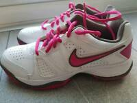 Nike Size 5 Tennis City Court Leather Trainers Brand New
