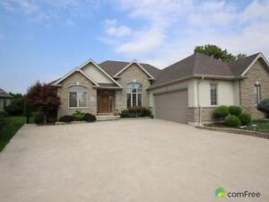 $434,000 - Bungalow for sale in Chatham
