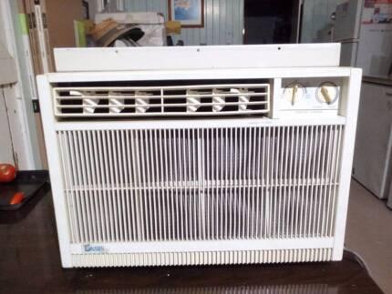 Airconditioner - Carrier Oasis 7000 BTU Box A/C Unit