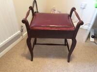 On offer is this great piano stool in the traditional style.