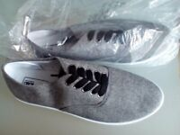 Men's ASOS Plimsole Trainers Size 8 in Grey with Black Laces BRAND NEW