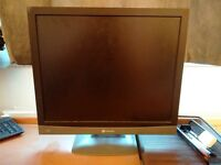 "19"" Monitor, Very Good Condition, with cables"