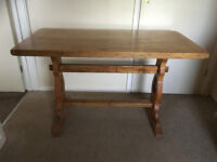 OAK TABLE - IN EXCELLENT CONDITION