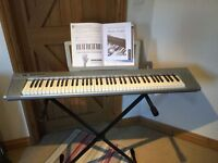 Yamaha Portable Grand Piano NP-305 with original box and stand - Excellent Christmas Present