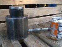 Hydraulic 50 tonne lifting cylinder jack low entry wit 50mm stroke 700bar