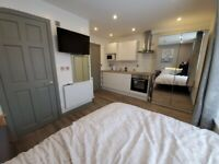 1 bed studio flat/Room,Salford, privet kitchen, en suite, bills inc, refurbished.