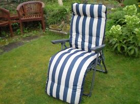 2 X BLOOMA GARDEN RELAXER CHAIRS (£40 the pair)