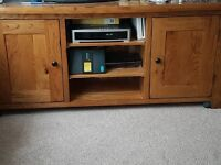 Beautiful Solid Oak TV unit with storage - in excellent condition