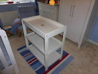 Mamas and Papas Aruba changing table in white