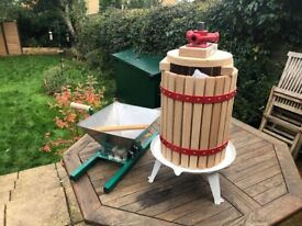Apple crush and press: make your own apple juice
