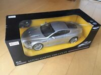 ASTON MARTIN DBS SILVER RC RADIO REMOTE CONTROL CHARGEABLE SPORTS CAR 1:10 SCALE BRAND NEW!