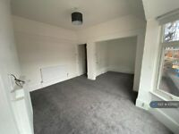 2 bedroom flat in Station Road, London, NW7 (2 bed) (#1025017)