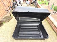 Car roof rack box with roof bars/rails