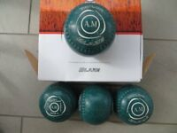 Taylor Blaze Lawn Bowls. Size 3. Green. Excellent condition. 22 Stamp.