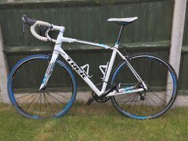 2014 Trek Madone 2.1 Mens Road Bike