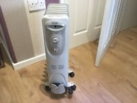 2 Delonghi oil filled radiators 1500w. Perfect condition No dents or sratches.