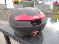 GIVI RACK AND BOX COMPLETE WITH 2 KEYS WAS ON HONDA CBF600