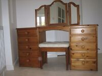 ------------ DUCAL PINE DRESSING TABLE WITH MIRROR AND STOOL ------------