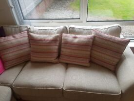 4 high quailty cushions.