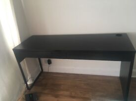 Dark brown/black desk. 2 drawers 5ft in length approx.