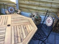 New / Boxed, Lovely Garden Dining Table & Chairs