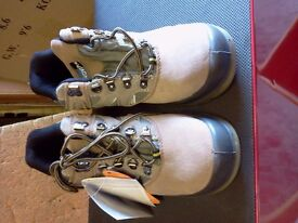 BRAND NEW SIZE 7 BROWN SUDE LEATHER SAFETY HICKER BOOTS.