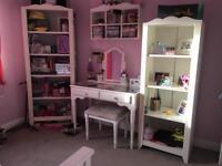 Girl's bedroom furniture set