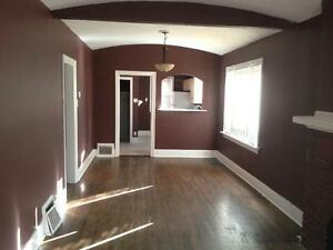 gorgeous 3 bd character home with fireplace/fenced yard/ garage Regina Regina Area image 3